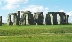 Stonehenge, looking West (7 KB) - links to a larger 38 KB version